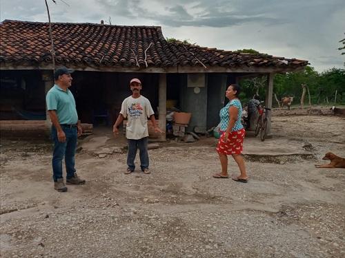 Supervisando obras en calles de la comunidad Guasimil en Malpaisillo