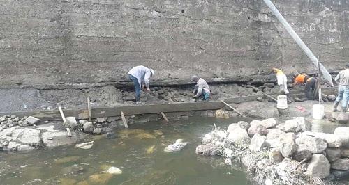 En labores de reparación y reforzamiento de 155.metros lineales - ya concluidas – del  muro del Malecón, Río Grande de Matagalpa.