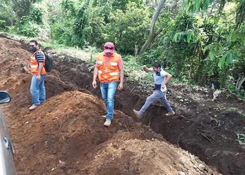 Diriamba: En la lotificación del programa Bismarck Martínez supervisando obras de instalación de red de distribución de agua potable a 82 familias que habitarán en ese sector.