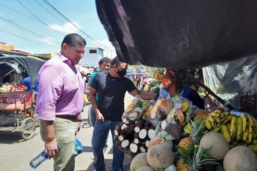 Alcalde Wilfredo López, visitando mercado municipal