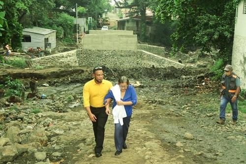 La alcaldes de El Viejo  en supervisión de obras del  proyecto de mitigación, puente vehicular La Parroquia