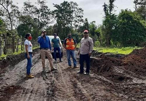 Diriama:Reparacion  camino El Guayabo-San Juan de la Sierra- Santa Lucia.