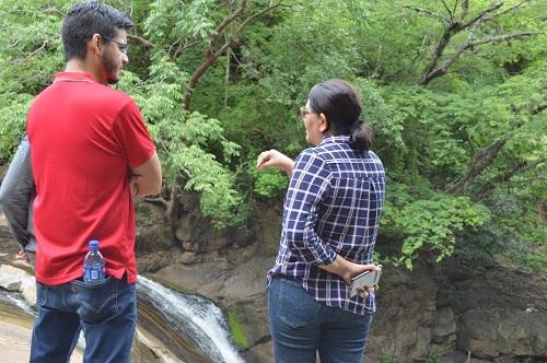 Observando el Río El  Cascalojoche