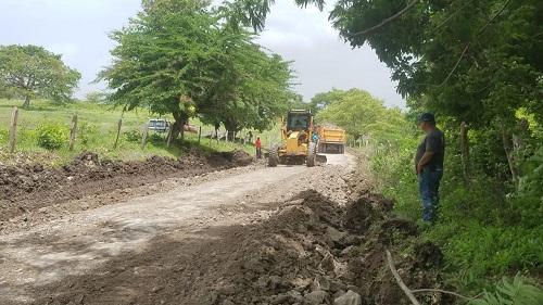 En Acoypa  en labores de restauración de 7 kilómetros de caminos ya concluidos
