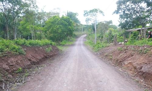 El gobierno abre caminos en el campo.Carrerera Coperna-San Juan, Siuna