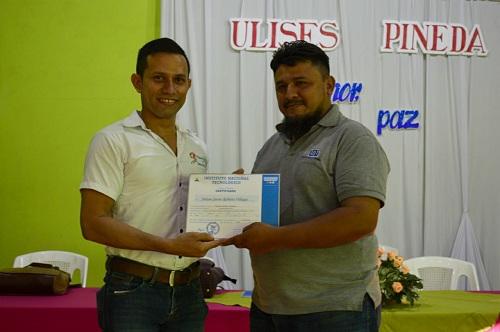 Chichigalpa: Certificados a egresados de cursos de estilismo y procesadores de texto
