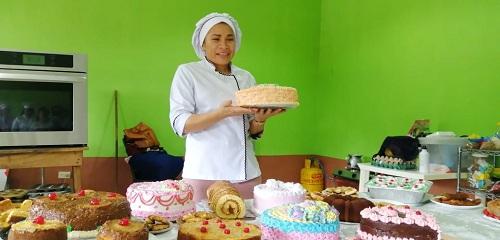 Quezalguaque: Degustación de pastelería elaborada por alumnos de la escuela de oficios.