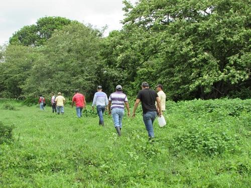 Jovenes practican senderismo en Acoyapa