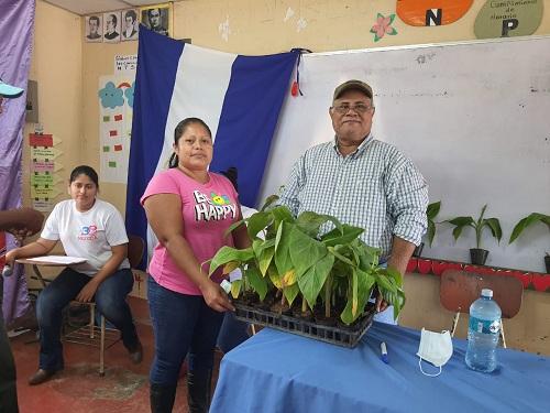 El Castillo: Entrega de i plantas de plátano a productores de la comunidad Las Colinas.