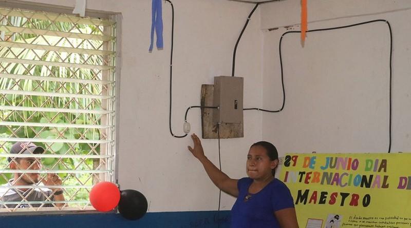 La energía eléctrica llegó a Alo San Miguel en Siuna.Familias felices
