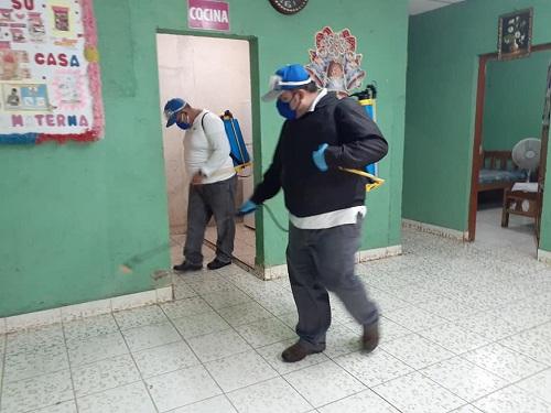 Fumigando casa materna en Tisma