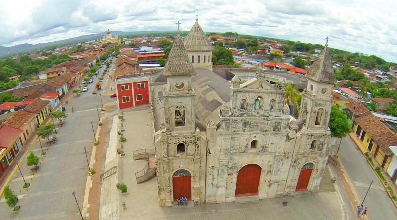 Para impulsar el enamoramiento de Granada y sus atractivos se reunieron autoridades municipales y empresarios turísticos.