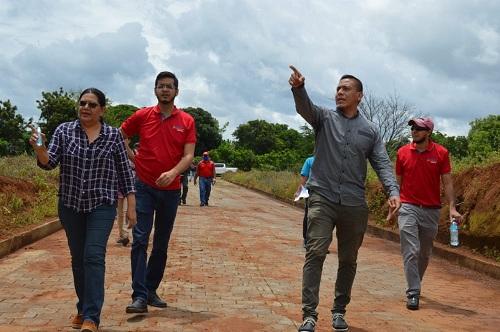 La presidenta de Inifom, junto al alcalde de La Conquista y el delegado institucional en la IV  Región