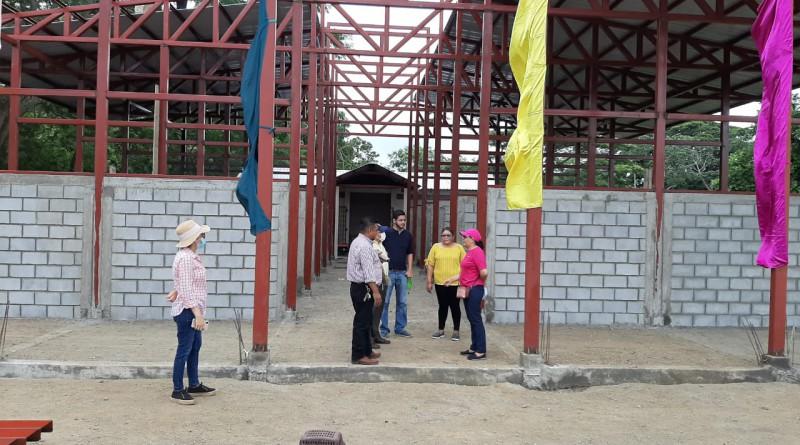 Mercado municipal  en construcción