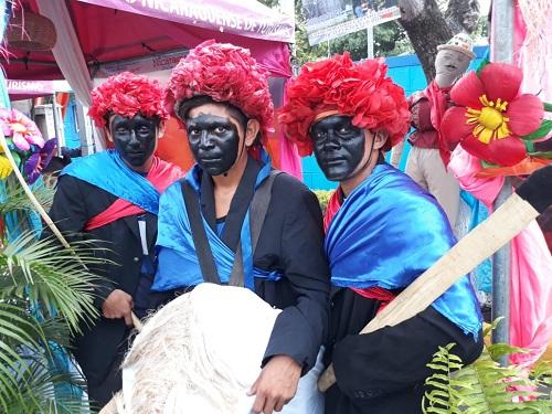Personajes del baile chinegros danza autóctona  de Nindirí, acompañantes de la imagen de Santa Ana en sus 22 días de celebración de sus fiestas