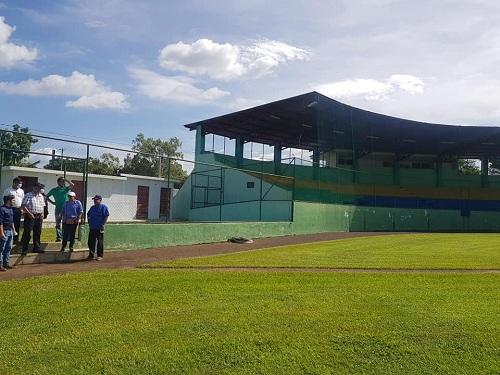 En el campo de béisbol
