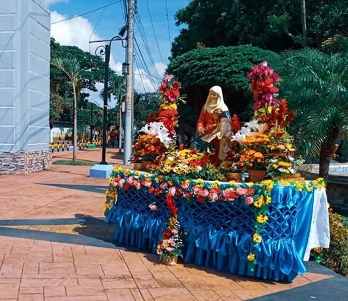 Altar en honor a Santa Ana en su día