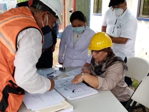 La ministra de salud Martha Reyes supervisando la construcción del hospital en Los Chiles Río San Juan