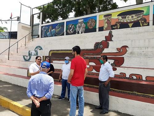 En el mural turístico