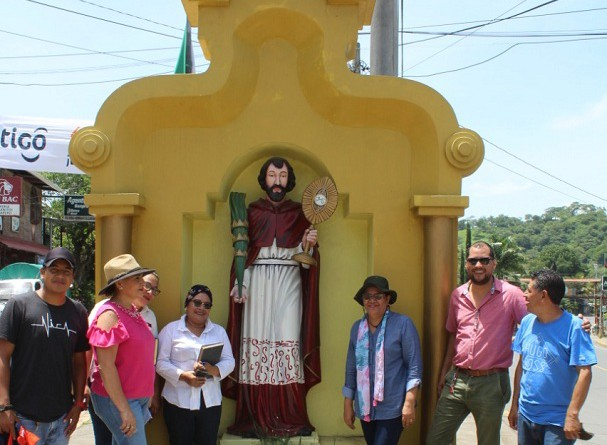 Plaza de la Identidad Histórica de San Ramón, monumento al patrono local, protector de las mujeres embarazadas