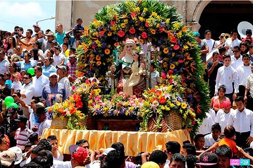 Imagen de Santa Ana en procesión