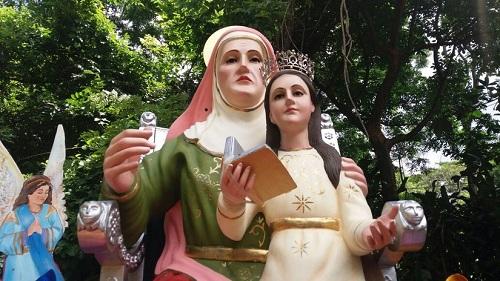 Santa Ana, patrona de Niquinomo, ella fue la madre de la Virgen , por tanto abuelita de Jesús