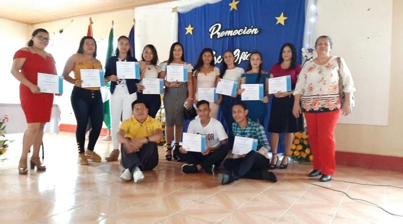 Recientemente la escuela municipal de oficios entregó certificación a egresados de cursos de elaboración de arreglo florales, decoración y embellecimiento de uñas