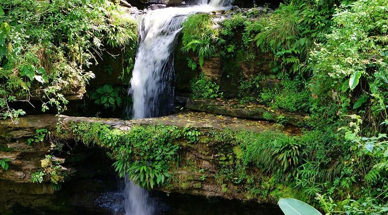 Quebrada El Anillo:Situado en dirección a Awaswas la cascada recibe ese nombre debido al agujero inmenso que se formó en medio de una roca por donde se precipita el agua pasando a través del  aro para terminar en una bonita poza ideal para un chapuzón.