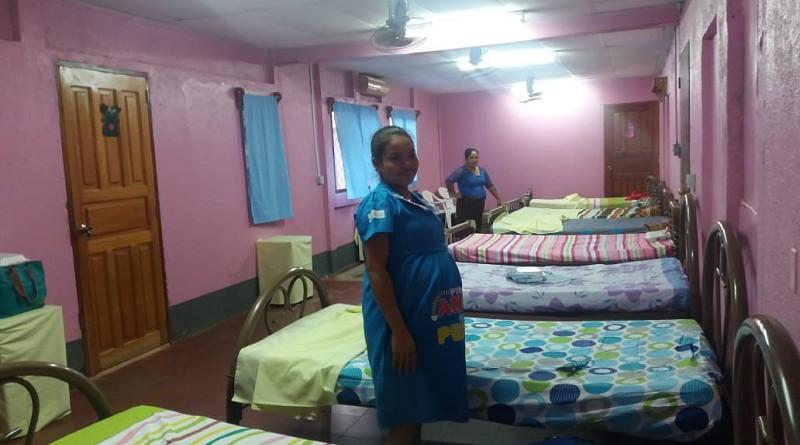 El viernes, la casa materna albergaba a veintiuna embarazadas, pero de septiembre a noviembre aloja a más de 150 mujeres seguras estas, de la atención integral que recibirán, mientras se llega el momento del parto.