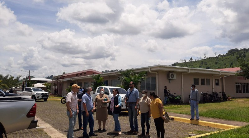 Después de la visita al  hospital Niños Héroes y Mártires de Ayapal (al fono)