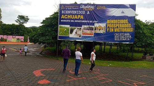 Instalación de Rótulo de bienvenida en Achuapa.