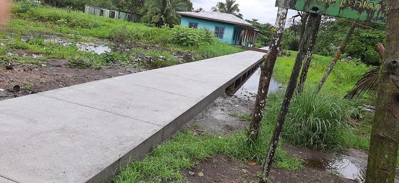Las  familias de Greytown en San Juan de Nicaragua tienen nuevos andenes