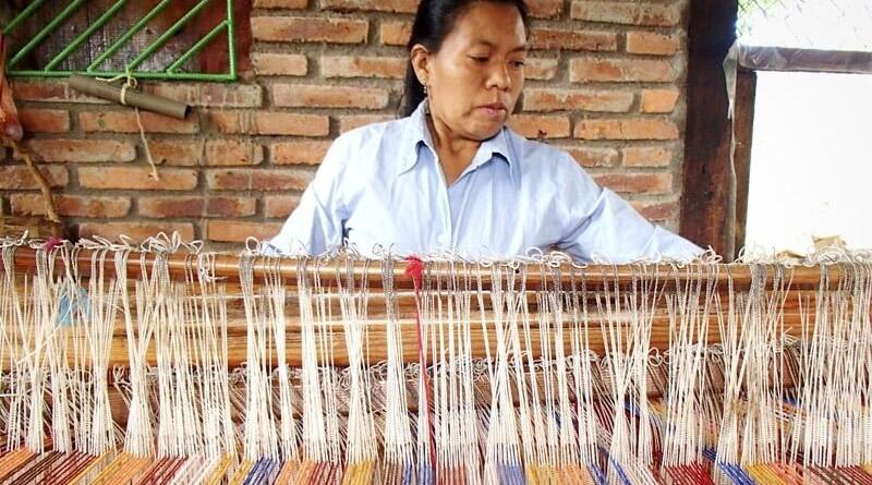 Telar de mujeres indígenas El Chile en San Ramón
