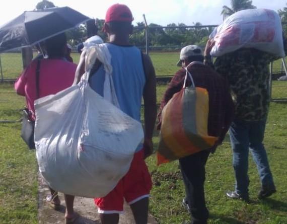 Distribución de mosquiteros en coordinación con líderes comunales y brigadistas del Minsa