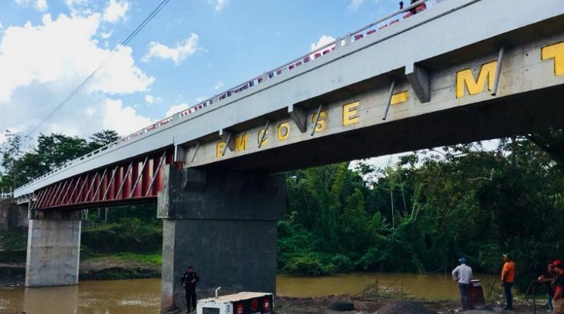 Puente deAyapal de 101 metros, de gran impacto en las activiades agrícolas y ganaderas y en la mejoría de vida de las familias que antes tenían que pagar bote para cruzar el río