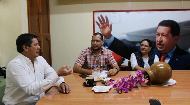 La presidenta ejecutiva del Inifom Guiomar Irías y el delegado de la Región VI César Amaru Escobar con Leonidas Centeno, alcalde de Jinotega