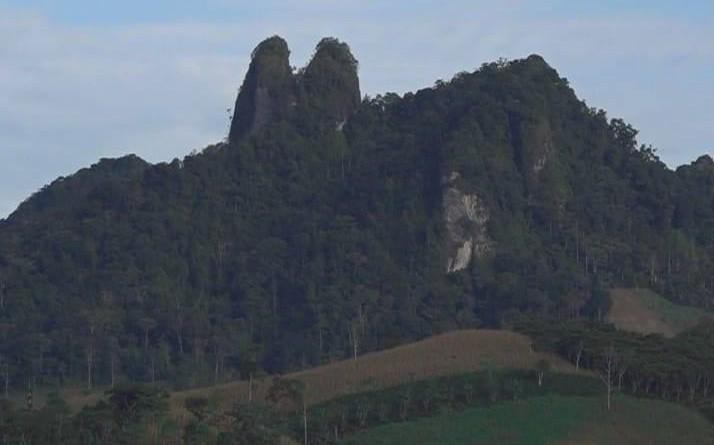 Las Piedras del Lebay, dos formaciones rocosas en la cúspide montañosa, que los aficionados al alpinismo no dudarán en desafiar a la escalada.