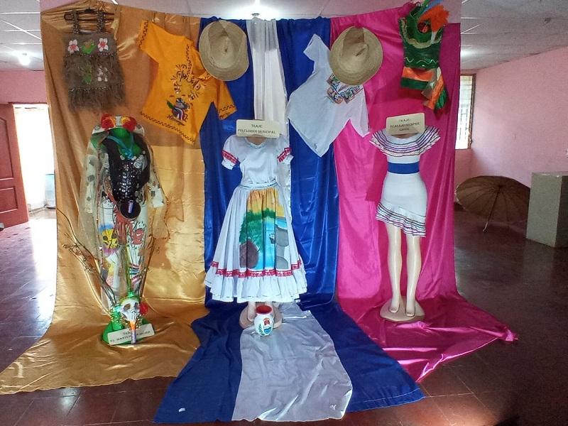 Exposición de trajes folclóricos en El Realejo