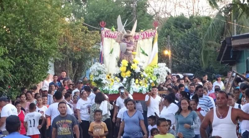 Procesión con el Arcángel San Miguel