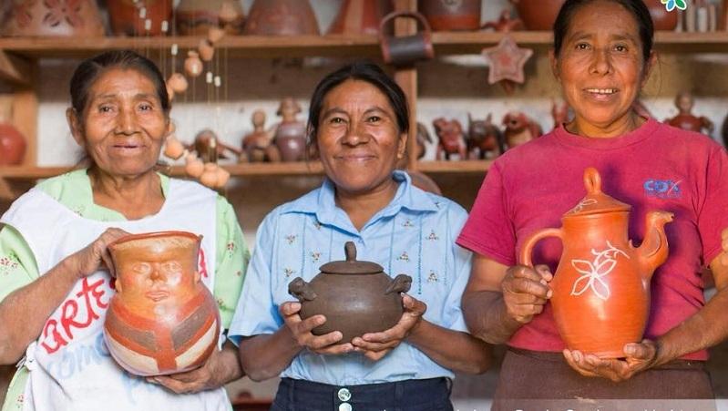 Artesanas indígenas de Loma Panda