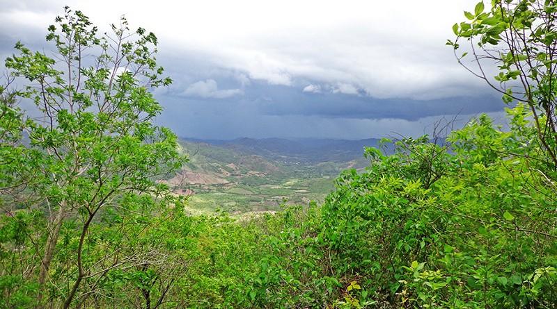 Otro mirador natural a cuarto kilómetros de la ciudad es el Cerro Quizuca con mil 189 metros de altura.