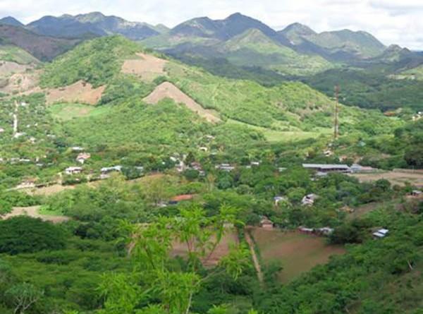El Cerro Zonzapote, al este del poblado es un mirador natural desde donde se aprecia el paisaje del casco urbano, y propio para caminantes alrededor de un remanente de bosque.