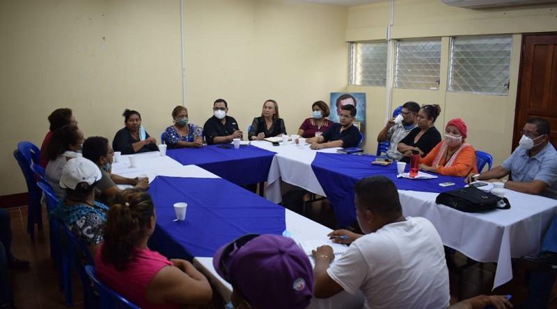 Gobierno local se reúne con comerciantes del mercado de Granada