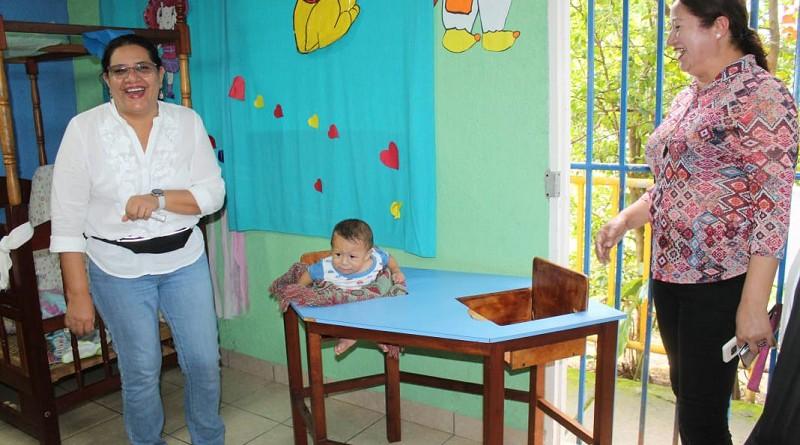 En el centro de desarrollo infantil  con una inscripción de sesenta niños tiene una excelente retención de matrícula