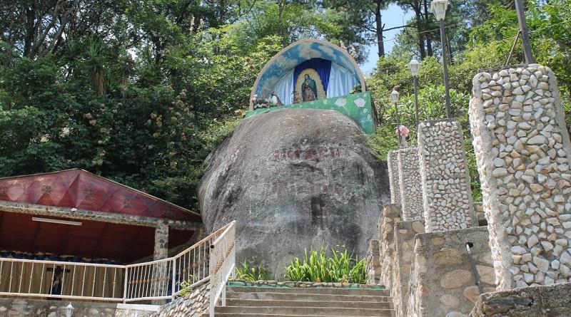 Llegó la visitante al remanso de paz que eselSantuario Nacional de la Virgen de La Piedra,sitio de referencia nacional, que atrae a turistas internos y extranjeros en especial a hondureños.