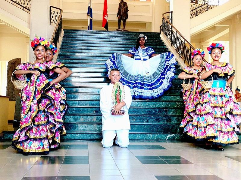 Traje de las Chiapanecas: Representado por la Reina de las Fiestas Patrias de Tola Jennifer Carolina Granados y la Escuela Municipal de Danza. Propia de las fiestas de la Virgen de Guadalupe; las promesantes que interpretan el baile visten faldones multicolores anchos y largos, adornadas con collares y calzan caites. Se deriva de la danza mexicana del mismo nombre.