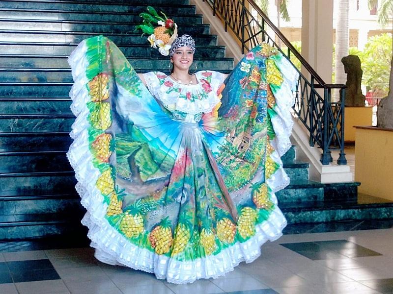 Traje Regional Artesanal: Representado por La Escuela Municipal de Danza de Ticuantepe. El vestido folclórico, encarna la riqueza cultural, tradicional con imágenes que plasman el entorno como son miradores, reservas, siembras y la iglesia local.