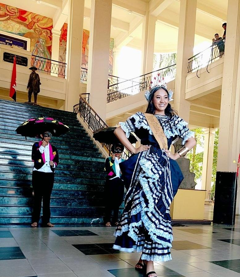 Traje El Tinco: Representado por la Reina de las Fiestas Patrias de Tipitapa Franchesca Abigail Teyurini Aguilar y la Escuela Municipal. Es una  danza de tipo carnavalesco; era la alegría del pueblo managüense. Al son de instrumentos (pito y tambor) entonaban canciones donde denunciaban una época de verdadero oscurantismo y rivalidades