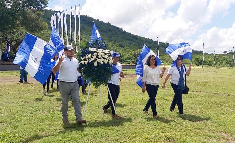 Al frente de la delegación institucional, marcha  la presidenta del Inifom, Guiomar Irías