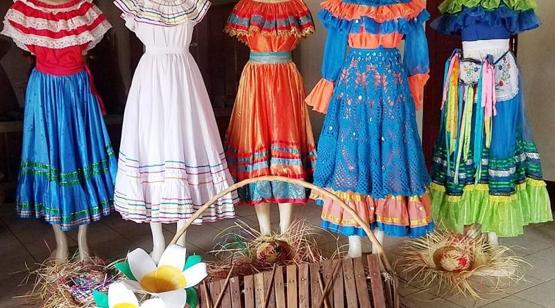 Exposición de trajes folclóricos de Tisma